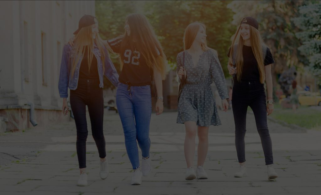 Praktijk Mirosa beeld grijze achtergrond jonge meiden 2